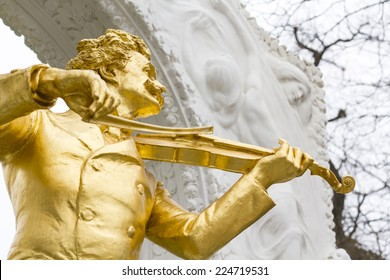 Famous statue of Johann Strauss at Stadtpark in Vienna, Austria. The monument was created by Edmund Hellmer in 1921 and become a popular tourist attraction in Vienna