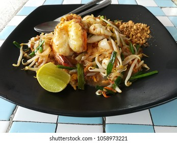 Famous stirred fry seafood padthai rice noodle.