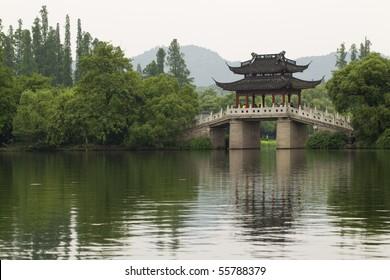 Famous Su Di Bridge on West Lake, Hangzhou, China