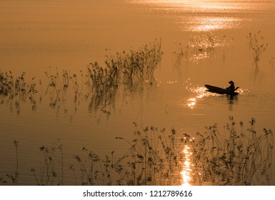 Famous sunset at the Dong Mo lake