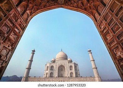 Famous Taj Mahal - landmark of India