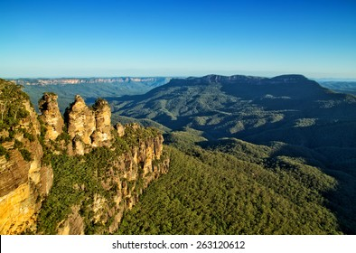 The famous Three Sisters rock formation in the Blue Mountains National Park close to Sydney, Australia