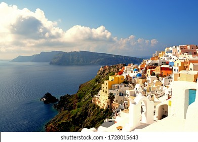 Famous view of the colorful village of Oia, Santorini, Greece