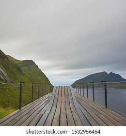 A famous view on Senja. The view shows a beautiful fjord landscape. Gigantic mountains can be seen.