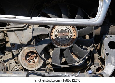 Fan of the radiator on the disassembled car