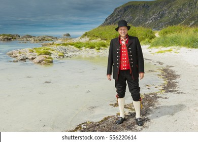 Fana Bunad - traditional folk costume in Norway
