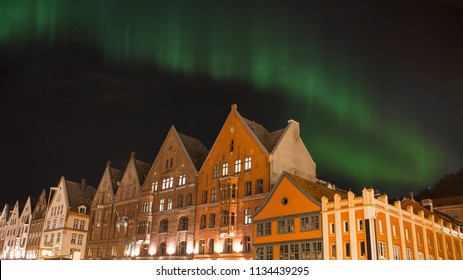 Fantastic Aurora boreal (Northern Lights) in bergen