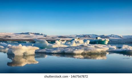 Fantastic floating icebergs in Jokulsarlon glacier lagoon. Location: Jokulsarlon glacial lagoon, Vatnajokull National Park, south Iceland, Europe
