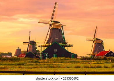 Vue fantastique sur les moulins à vent de Zanse Schans près d'Amsterdam