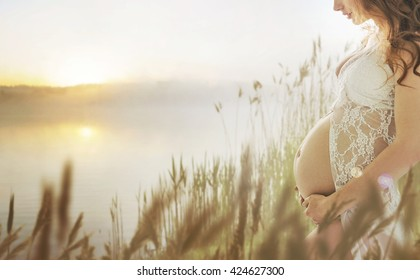 Fantasy image of a pregnant woman