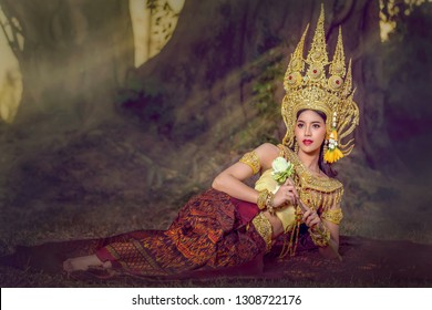 Fantasy pictures of Apsara Angels in the ASEAN culture. We often find the image of Apsara as a statue of a stone castle.