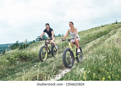 Far distance by fatbikes for a couple