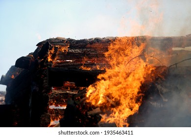 The farm building in Kedainiai district is burning 28 06 2017