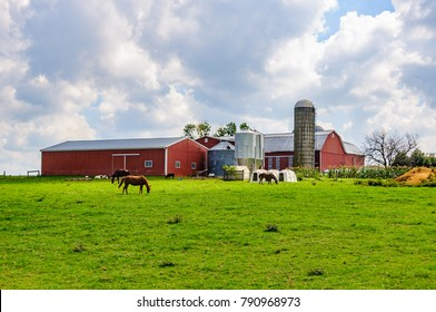Farm buildings in Amish Country in Pennsylvania, USA
