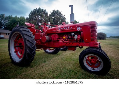 "Farmall Super ""H"" International Vintage Tractor Crofton Nebraska USA 08/29/2018"