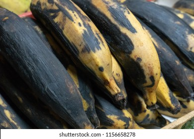 Farmers' market: Heap of ripe red bananas