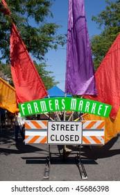 farmers market street sign