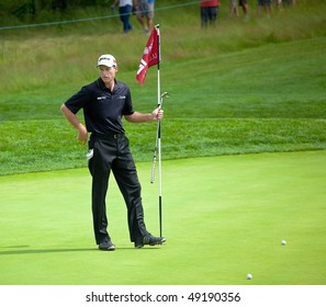 FARMINGDALE, NY - JUNE 15: Jim Furyk surveys the 12th green on the Black Course during the 2009 US Open on June 15, 2009 in Farmingdale, NY.