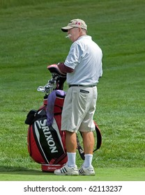 """FARMINGDALE, NY - JUNE 15: Veteran Caddy, Michael """"fluff"""" Cowan, carries the bag for Jim Furyk during the 2009 US Open on June 15, 2009 in Farmingdale, NY. He once caddied for Tiger Woods."""