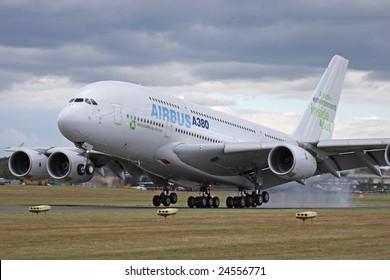 FARNBOROUGH, HAMPSHIRE-JULY 21st: Airbus A380 landing at the Farnborough International airshow July 21st 2008, Farnborough,United Kingdom.