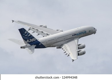 FARNBOROUGH - JULY 24: An Airbus A380 on display at Farnborough 2010 Airshow, July 24, 2010, Farnborough, England. The Airbus A380 is the world's largest commercial passenger airliner.