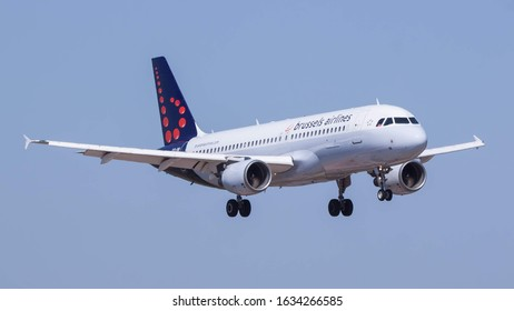 FARO AIRPORT, FARO, PORTUGAL - September 7, 2019: Brussels Airlines Airbus A320-214 (OO-SNI) landing on September 7, 2019 at Faro Airport, Faro, Portugal.