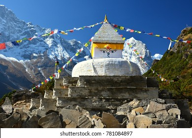 Fascinating Nepal: Himalaya mountains, daily life, culture, religion.