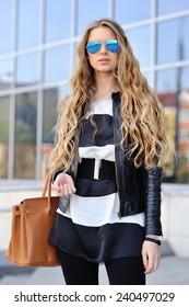 Fashion beautiful woman portrait wearing sunglasses