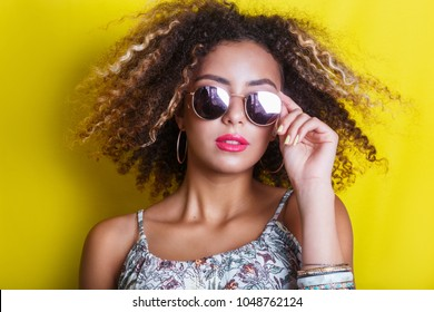Fashion Beauty afro american Model Girl with sunglasses