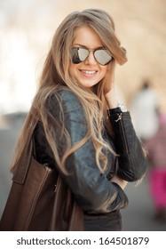 Fashion blonde woman in sunglasses - outdoor portrait