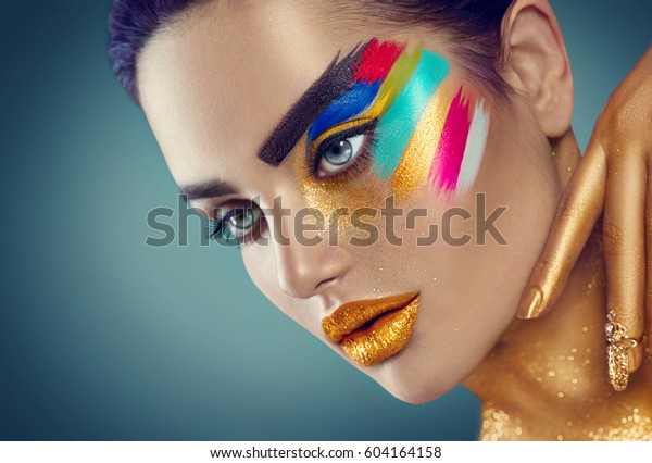 Fashion Model Girl Colored Face Painted Stockfoto Jetzt