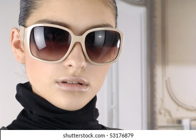 Fashion model with modren sunglasses