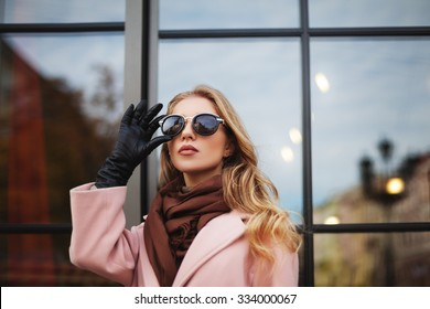 Fashion photo of beautiful young  woman with sunglasses. City lifestyle. Female fashion. Close up portrait. Beautiful reflection background
