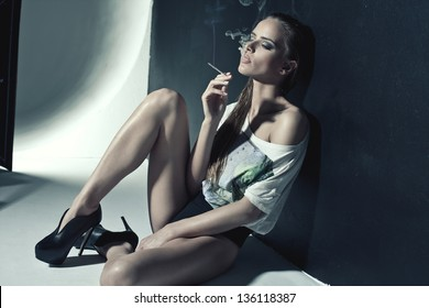 sexy smoking women videos