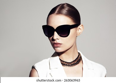 fashion portrait of beautiful model with sunglasses