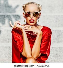 Fashion portrait beautiful woman model wearing sunglasses