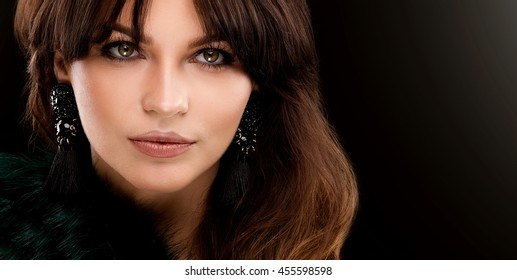 Fashion portrait of elegant young woman with brunette long hair and perfect glamour makeup. Beauty photo.