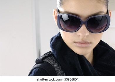 Fashion portrait of young beautiful girl wearing sunglasses