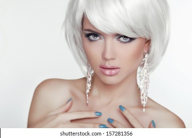Fashion Sexy Blond Woman Portrait with White Short Hair. Luxury Girl. Jewelry. Haircut and Makeup. Hairstyle. Make up. Vogue Style. Glamour Model Photo