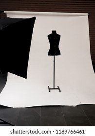 Fashion Studio photograpy with white paper background