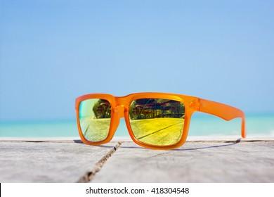 fashion sunglasses. Sunglasses with mirror lenses.