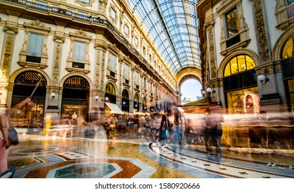 Fashionable Milan Gallery crowded with tourists
