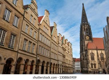 Fassade der St. Lamberti Kirche am Prinzipalmarkt in Münster, North Rhine-Westphalia (NRW)