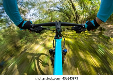 fast dynamic bicycle in the woods
