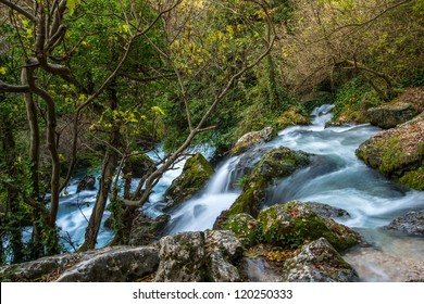 Fast river in Fontaine-de-Vaucluse, France