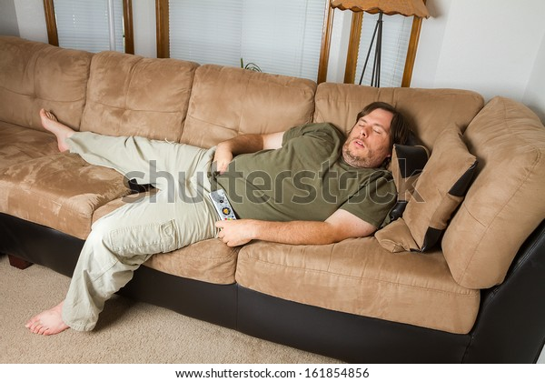J18 : Le match  Reims 0-0 Dijon - Page 3 Fat-man-sleeping-on-couch-600w-161854856