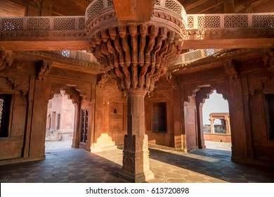 Fatehpur Sikri internal architectural details inside Diwan-i-khas which bears the heritage of Mughal India architecture. A UNESCO World heritage site at Agra India.