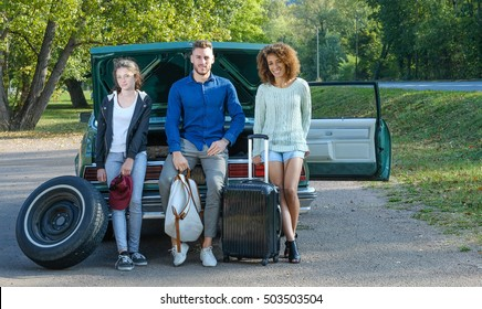 Father change tire and his family waiting between trip