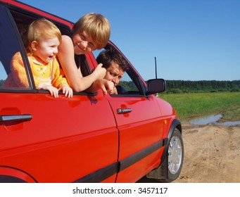father   and children in car