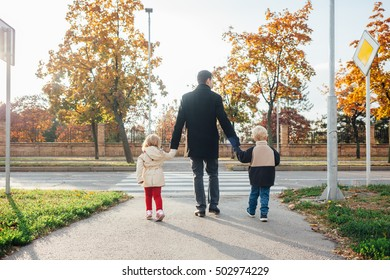 Father with children exceeds the pedestrian crossings